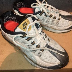 Nike women's air max zen size 61/2 black and gold